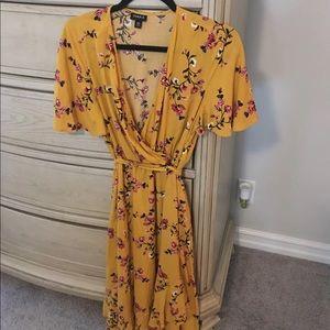 Torrid size 00 Yellow Floral Dress
